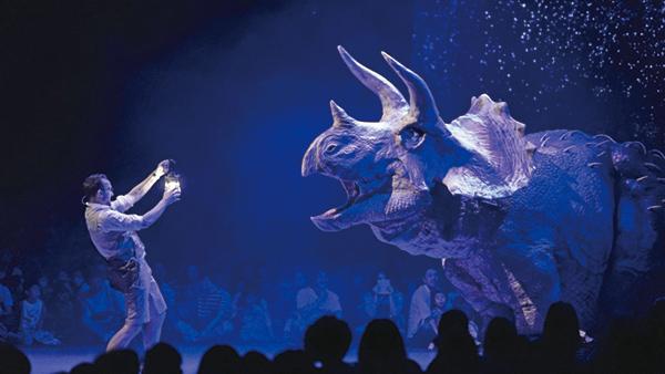 【ディアのライブ】 株式会社ON-ART(オンアート)が開発した、恐竜型メカニカルスーツ「DINO TECHNE(ディノテク二/現在14ヶ国で特許取得)」と独自の演出手法によって、あたかも恐竜が生きて実在するような世界観を体験出来るライブショーです。