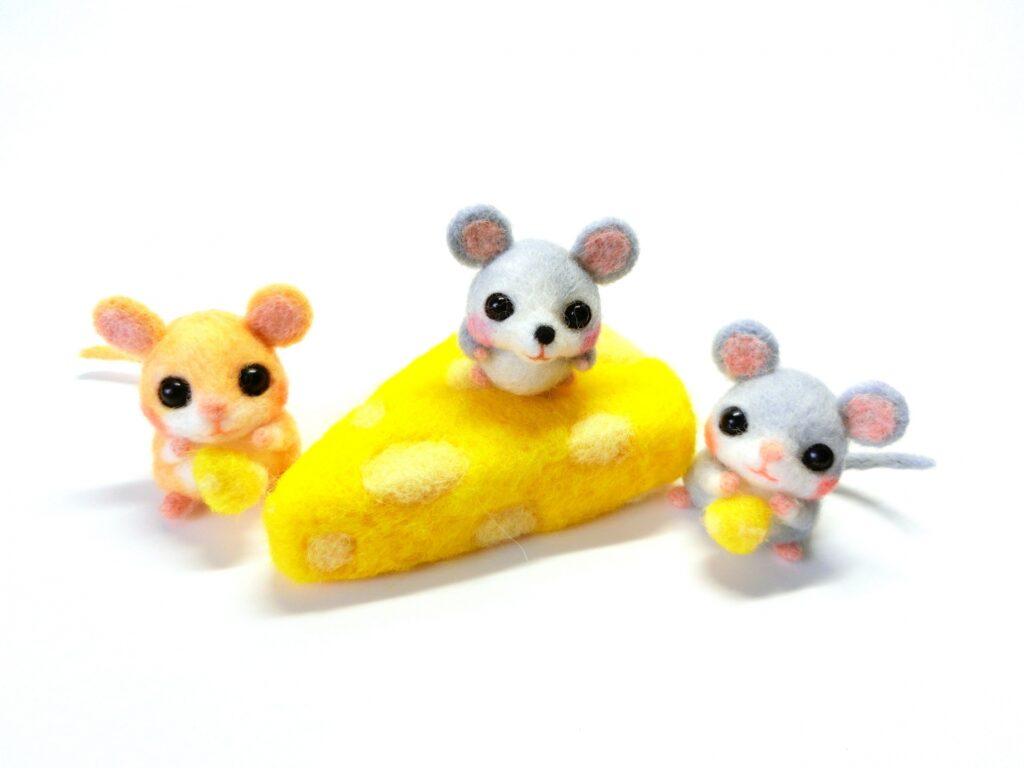 ネズミの駆除方法としては、罠で捕まえる、殺鼠剤(毒餌)を食べさせる、追い出すといった方法があります。